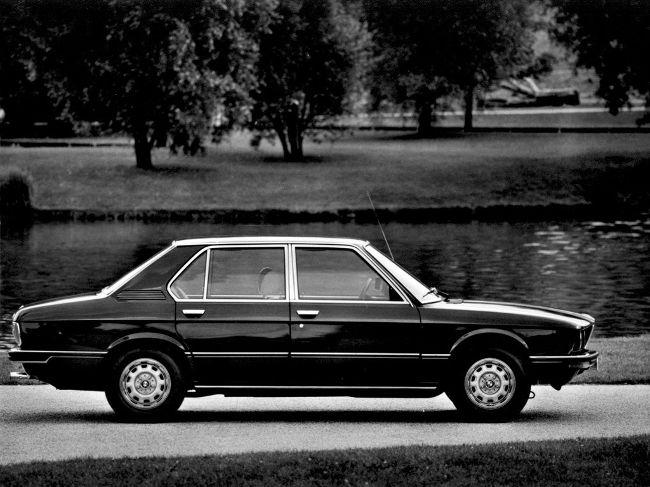 БМВ в кузове Е12 - первое поколение 5 серии
