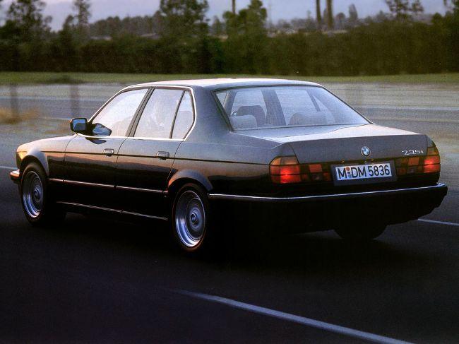 BMW E32 - второе поколение флагманского седана БМВ