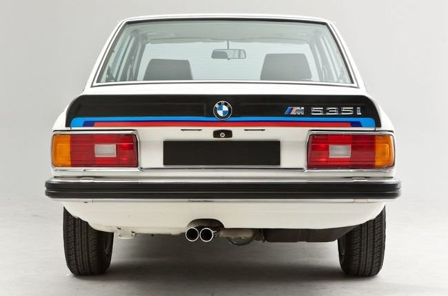 BMW M535i - первое поколение M5