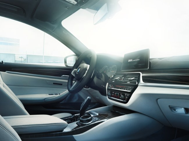 Интерьер-BMW-G30-5-Series-2017