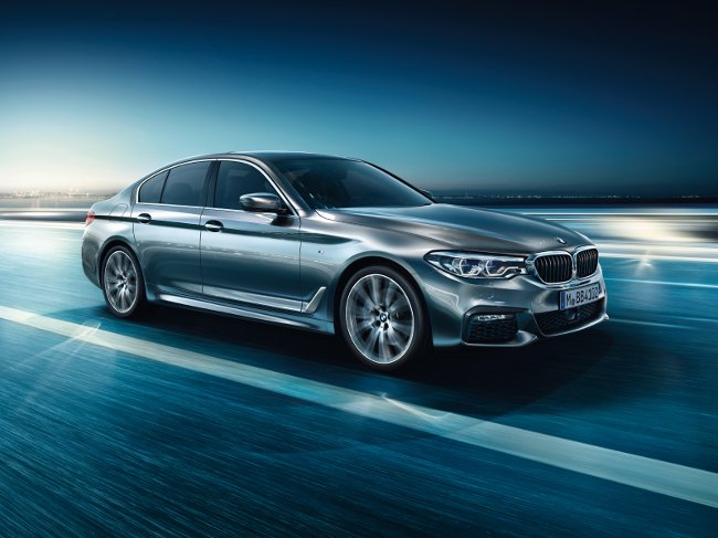 Обои-BMW-G30-5-Series-2017
