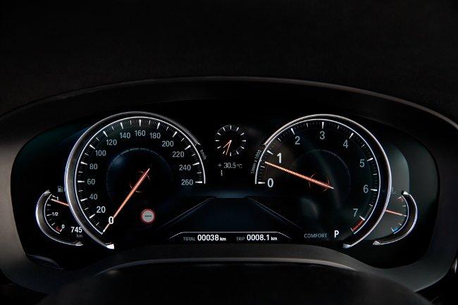Панель-приборов-салон-BMW-G30-5-Series