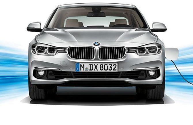 BMW 330E F30 3 Series - вид спереди