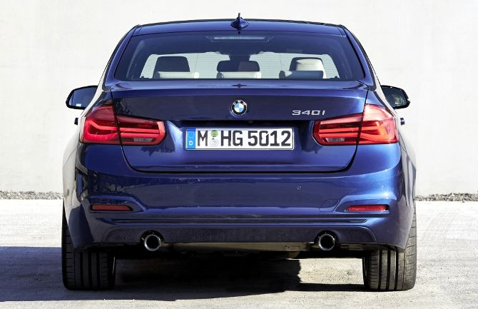 BMW 340i F30 3 Series - вид сзади