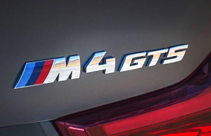 Шильдик BMW M4 GTS F82