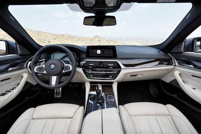 Салон-BMW-540i-G30-M-Sport-Package