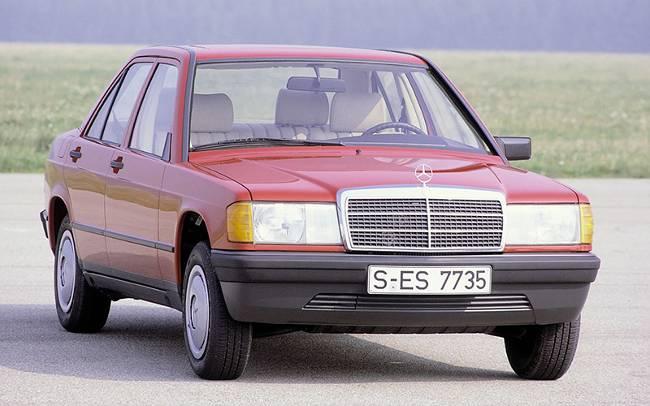 Красный Mercedes-Benz 190 W201