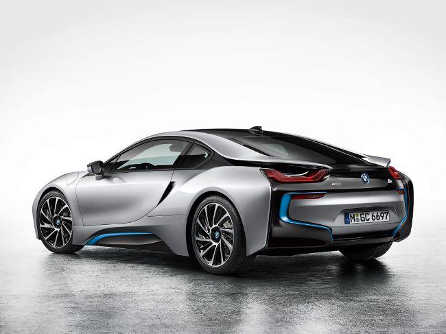 BMW i8 - суперкар с гибридной силовой установкой
