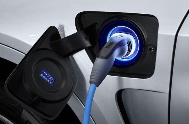 Зарядка батареи в X5 xDrive40e F15
