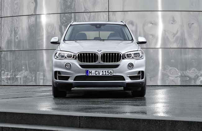 BMW X5 40e F15 - вид спереди