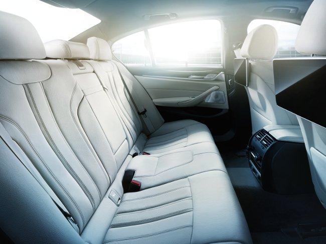 Салон-BMW-G30-5-Series-2017