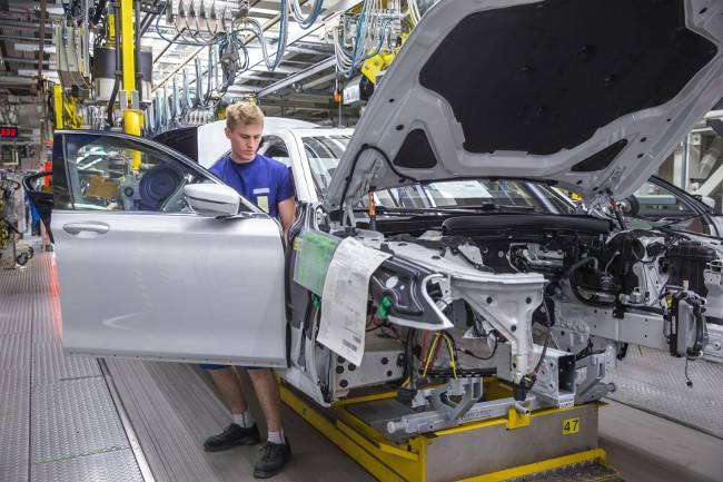 Производство седанов BMW 7 Series 6-го поколения