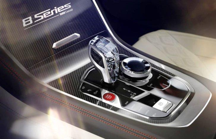 Центральная консоль BMW 8 Series Concept